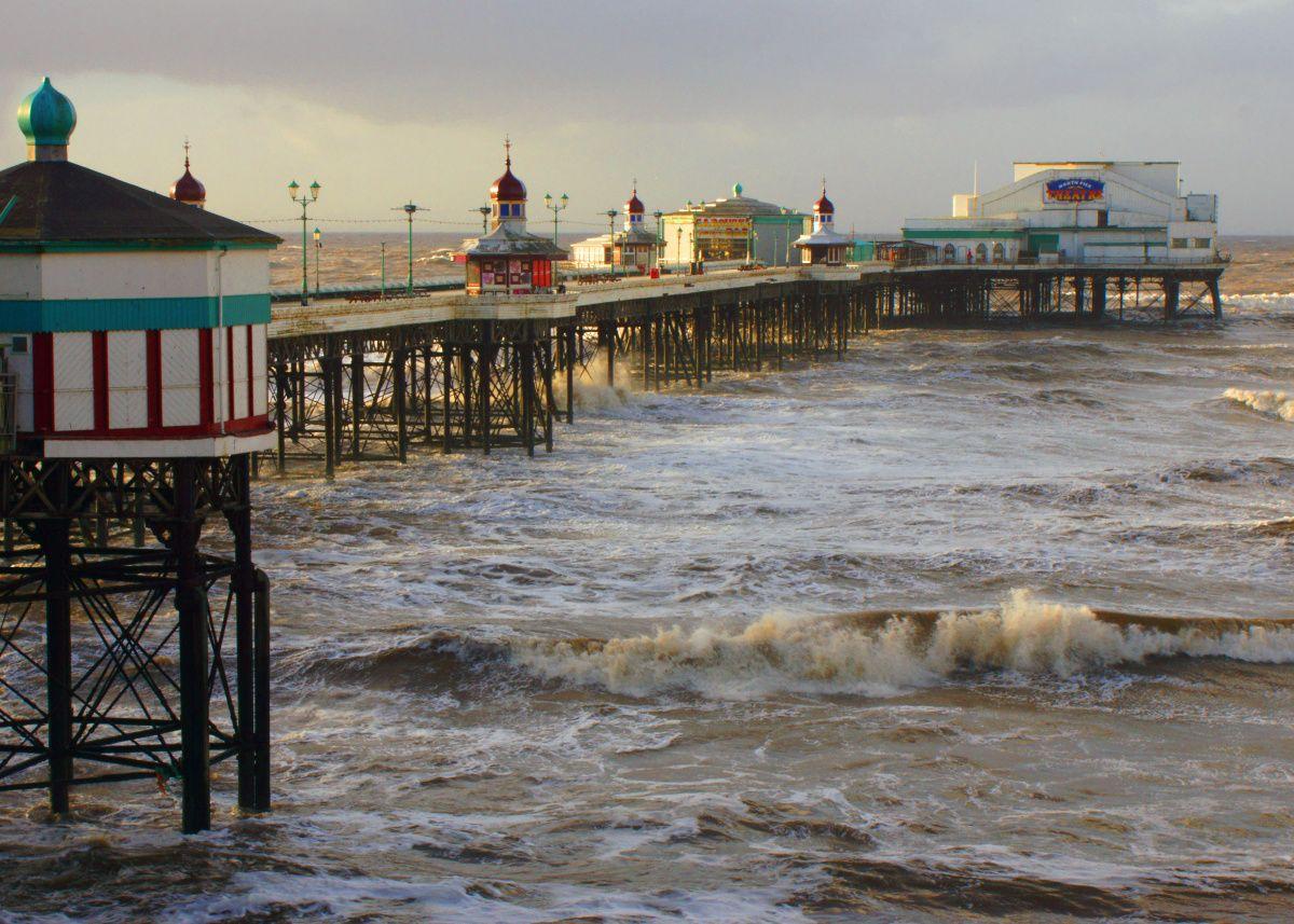 Blackpool Piers v Anglii