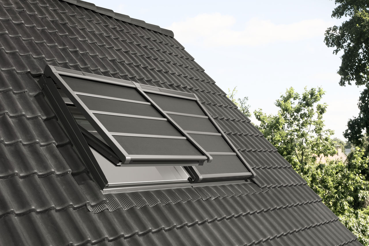 Lehká venkovní roleta na solární pohon SSS - Velux