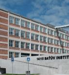 14|15 Baťův institut, dva původní zrekonstruované objekty s železobetonovou vestavbou platformy - foto © archív 14|15 Baťův institut