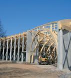 Atelier 8000 - Pavilon T - Nosnou konstrukci tvoří ŽB sloupy doplněné ŽB ztužujícími stěnami - foto © Atelier 8000