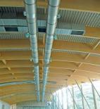 Atelier 8000 - Pavilon T - Sání čerstvého a výfuk odpadního vzduchu je na fasádě průchodu přes perforaci tak, že nedochází k ovlivňování okolí pachy a hlukem - foto © Atelier 8000