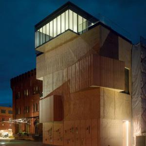 SPEECH, Čoban & Kuzněcov - Muzeum architektonické kresby, Berlín - Celkový pohled s rozzářenou konferenční místností - foto © Roland Halbe