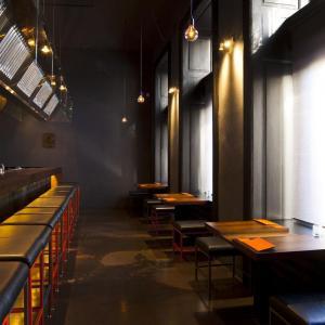 Minio - interiér restaurace Yaku - foto © Kryštof Blažek